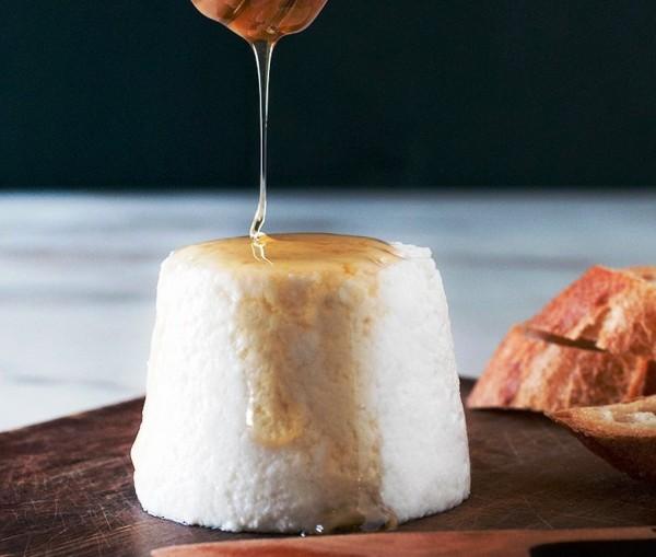 Как приготовить сыр из козьего молока?
