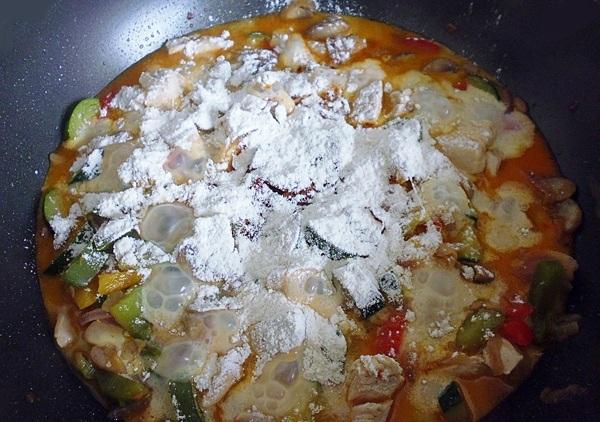 Солим и перчим овощное рагу с кабачками в мультиварке