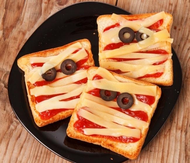 Горячие бутерброды с кетчупом и сыром