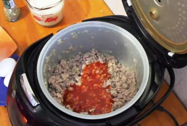 Добавляем к фаршу томат