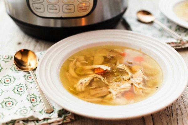 Наливаем суп в тарелки