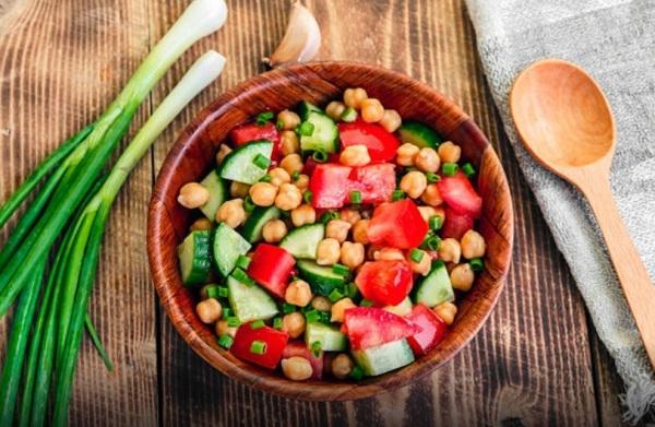 Салаты с нутом сделают ваше питание полноценным и низкокалорийным