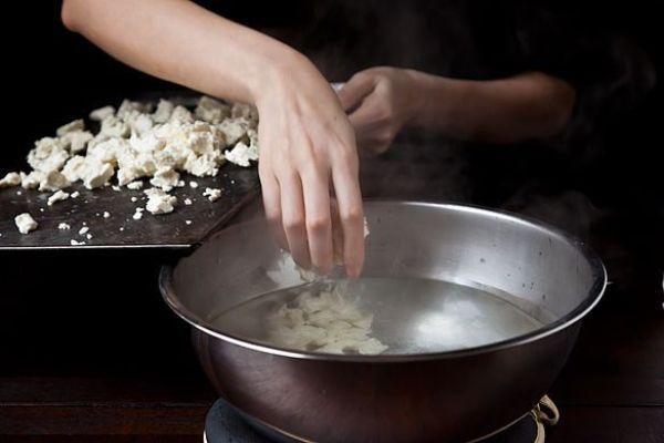 Приготовить сыр моцарелла дома