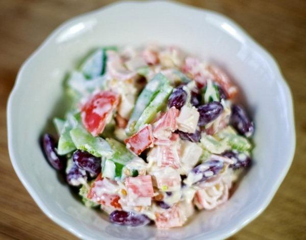 salat-s-krabovymi-palochkami-i-syrom