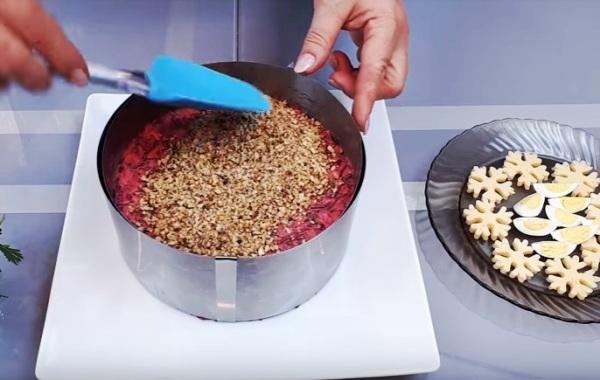 Вкусный салат из вареной свеклы