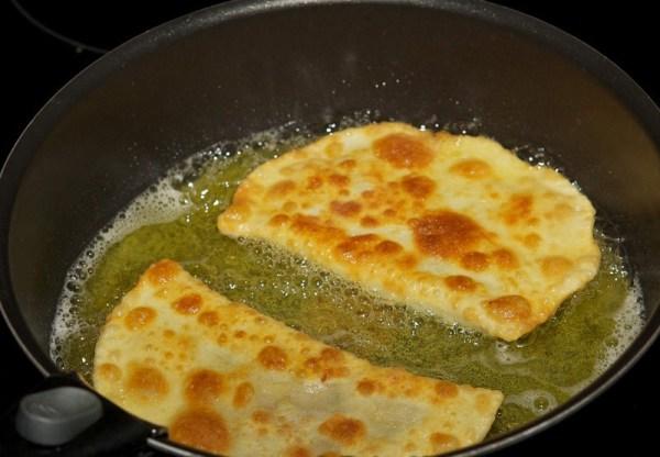 Рецепт чебуреков на сковороде