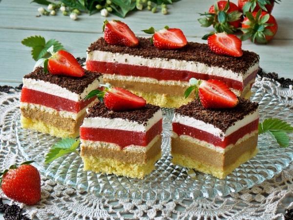 Торт с клубникой и заварным кремом