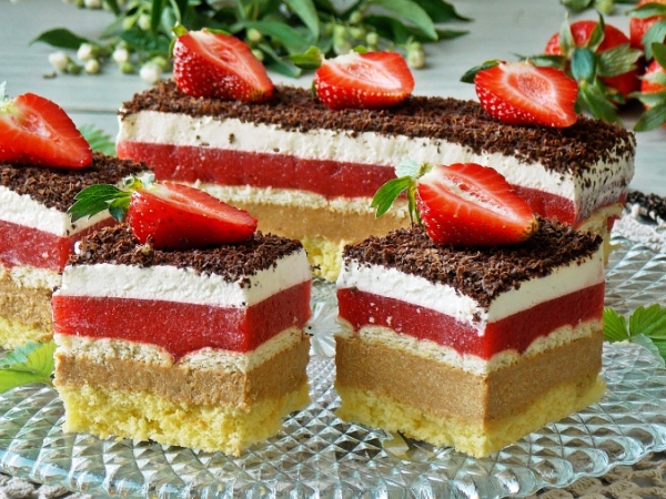 Торт с клубникой рецепт с фото пошагово
