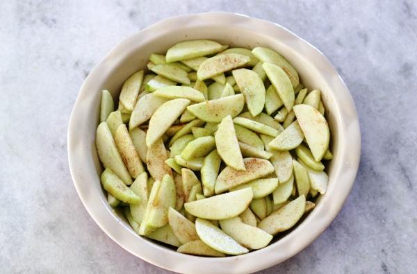 Шарлотка с яблоками рецепт с фото пошагово в духовке пышная с разрыхлителем
