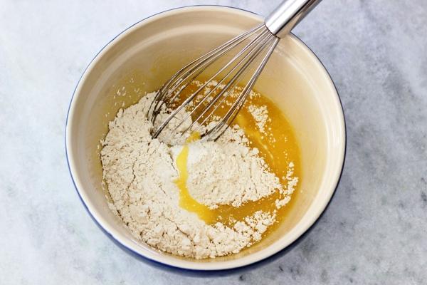 Рецепт шарлотки в духовке с яблоками пошагово