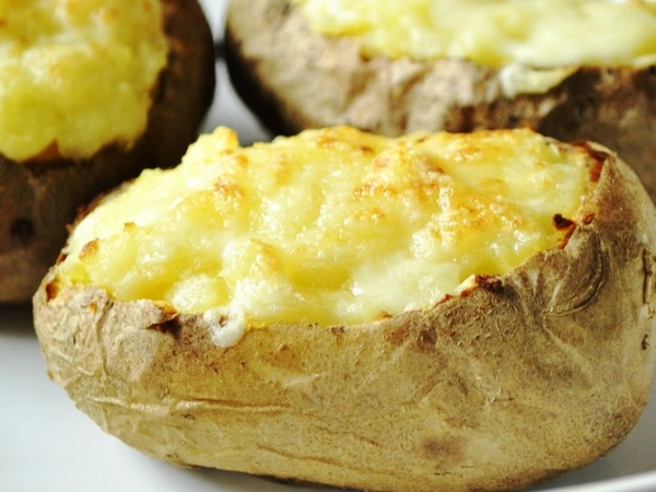 Картошка с сыром и чесноком, запеченная в духовке рецепт