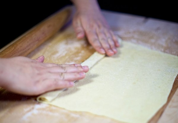 Печенье ушки из слоеного теста рецепт с фото