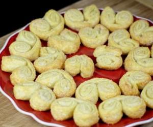 Печенье ушки из слоеного теста