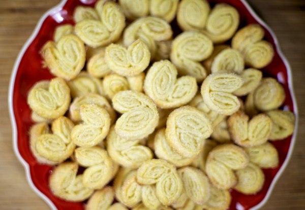 Печенье ушки из слоеного теста готового