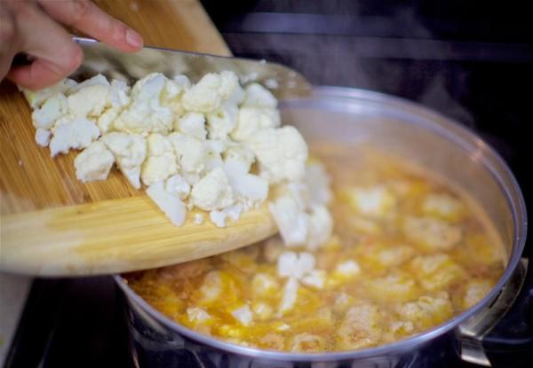 Добавляем в суп цветную капусту