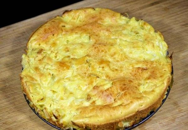 Заливной пирог с квашеной капустой на сметане