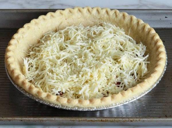 Сыр добавит вкуса пирогу с луком