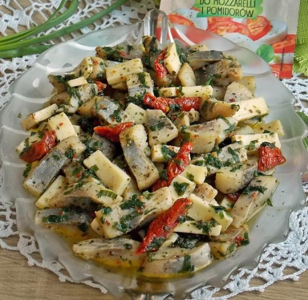 Салат с соленой черемшой