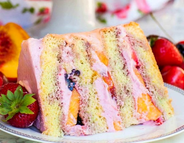 Как красиво украсить торт ягодами