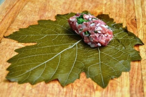 Долма в виноградных листьях рецепт классический видео