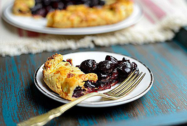 Открытый пирог с вишней рецепт с фото