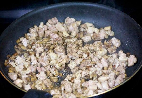 Заливной пирог на кефире с грибами и курицей