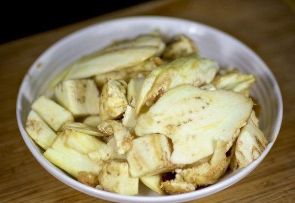 Мякоть овощей нарезаем мелко