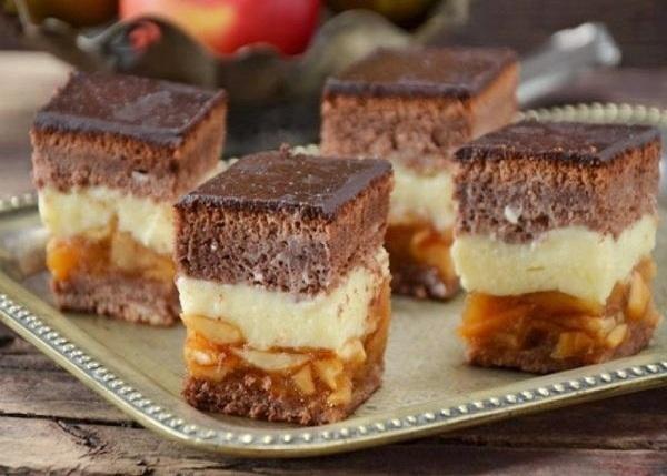 Бисквитный пирог с яблоками рецепт