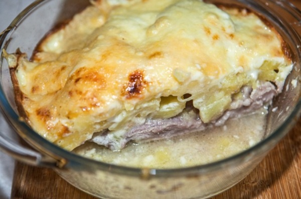 Мясо по капитански в духовке с картошкой