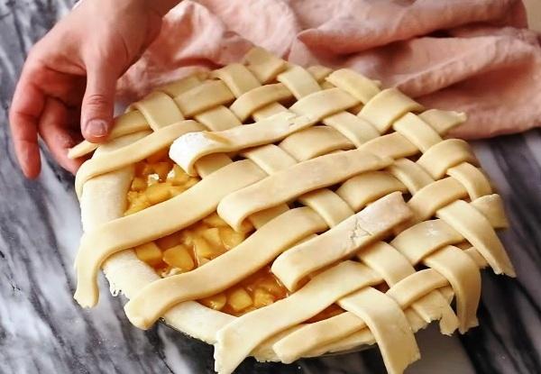 Решетка украсит пирог