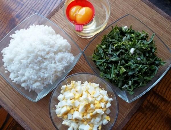 Три яйца сварить, а два разделить на белок и желток