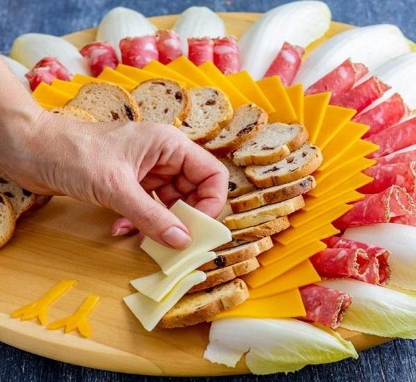 Нарезка колбасы и сыра красиво фото пошагово