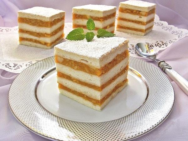 Бисквитный торт с яблоками
